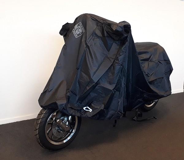 beschermhoes light scooter zwart tucano 2160